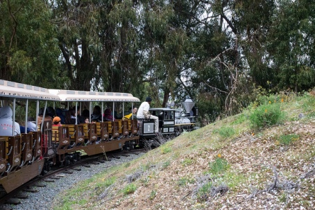 Oakland Zoo Train, by HarshLight/CC BY 2.0